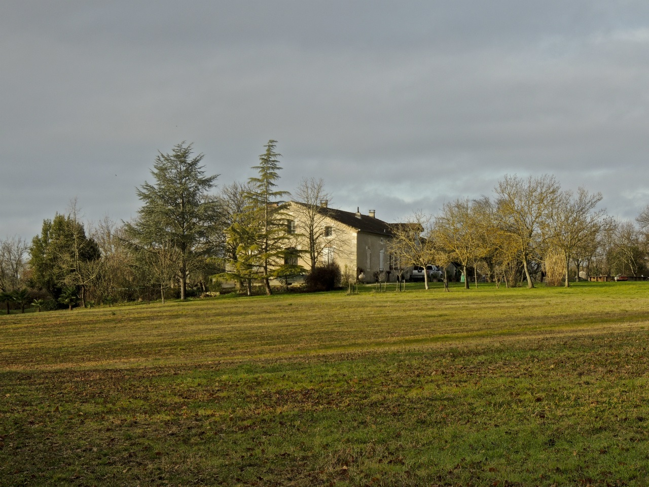 Property 250 m² on 4 ha with private airfield
