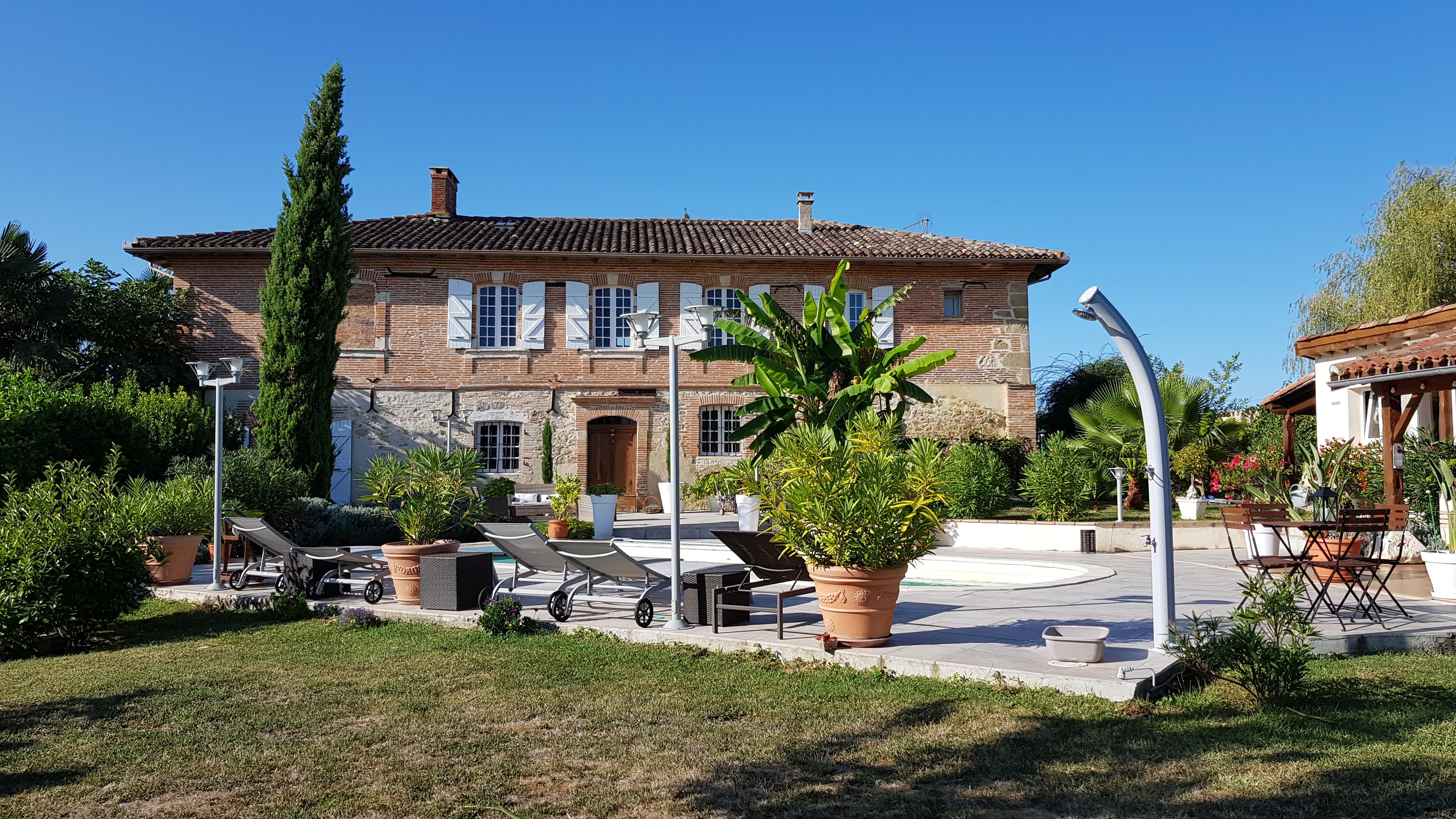 Maison de maître 280 m² – 13 pièces – Piscine.